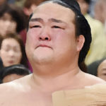 稀勢の里 引退発表!引退に追い込んだ日馬富士との取組と怪我!追い込んだ横審の激励!